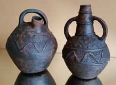 Old African wine Jugs, Water Canisters or milk jug, Tribal African Old Pottery, Pottery Vase, Arte Tribal, Tribal Art, Ceramic Birds, Ceramic Art, African Pottery, Statues, Mascaras