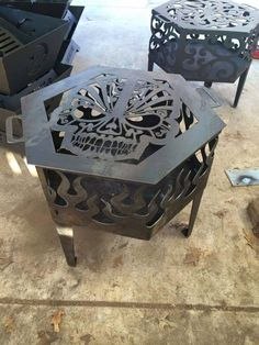 Skull fire pit - yessss please! Metal Fire Pit, Diy Fire Pit, Fire Pit Backyard, Fire Pits, Skull Furniture, Gothic Furniture, Skull Fire, Cocina Shabby Chic, Skull Decor