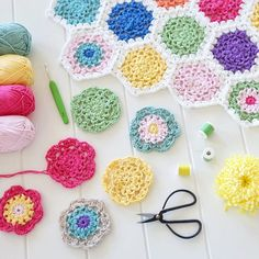 Motif making tonight 🌸definitely in need of a little #craftastherapy tonight....this is the perfect way to wind down after a busy weekend. I hope everyone is having a great Sunday Mandyxx 😘😘