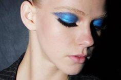 Sombra metálica azul http://vilamulher.terra.com.br/invista-em-sombras-metalicas-2-1-14-1385.html