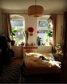 When is involves bedroom ideas for small spaces do not place every one of your remodeling and also decorating plans on hold. Pretty Room, Dream Apartment, Aesthetic Bedroom, Dream Decor, Cool Rooms, My New Room, Dream Bedroom, House Rooms, Room Inspiration