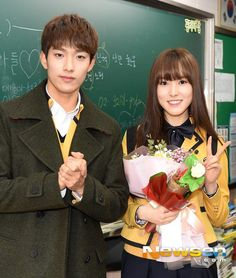 Classmates Seventeen's DK & GFriend Yuju Graduate From High School :: Daily K Pop News Sopa High School, Sopa School, Korean Uniform School, Blackpink Debut, Gfriend Yuju, Kpop Couples, Foto Real, G Friend, Pledis Entertainment