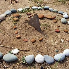 sundial made from stones... awesome idea for our soon to be Rock Garden!