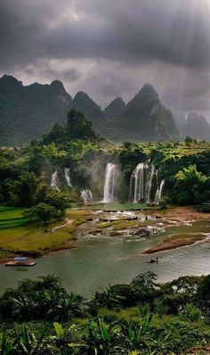 Detian Falls in Guangxi, China