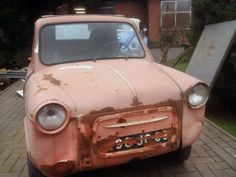 If you like to pack a bunch of small vehicles into your garage like some of us do (I'm not naming any names), this one may be for you. This is a Vespa The seller doesn't list. Vespa 400, Bmw Isetta, Microcar, Macro And Micro, Small Cars, Barn Finds, Minis, Antique Cars, Bond
