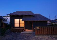 和風モダン住宅 Japanese Modern, Japanese House, Japanese Architecture, Space Architecture, Tatami Room, White Rooms, Moldings, Old Houses, Outdoor Lighting
