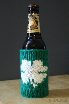 Lucky clover beer bottle cozy, free knitting pattern for St. Patrick's day designed by Liz Mug Cozy, Coffee Cozy, Knitting Patterns Free, Free Knitting, Good Luck Clover, Small Knitting Projects, Knitted Washcloths, I Cord
