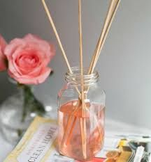 3 DIY Air Fresheners Made with Recycled Materials + Earth Day Giveaway (Hello Glow) Natural Air Freshener, Home Air Fresheners, Homemade Air Freshener, Car Air Freshener, Essential Oil Diffuser Blends, Essential Oils, Limpieza Natural, House Smells, Natural Cleaning Products