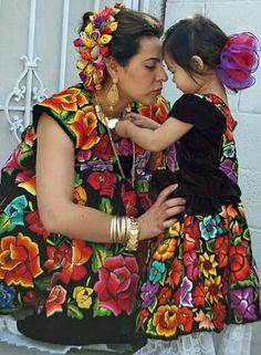 Hermosa vestimenta del Istmo de Tehuantepec, Oaxaca