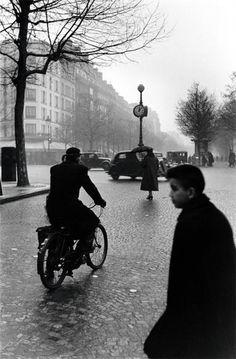 Elliott Erwitt Paris. 1952
