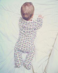 Borboleteante...  Bom domingo! . . . #amaecoruja #blogAMC #babygirl #babyoliviasouza #mãede3 #instagood #mães #mãecoruja #mãesreais #borboletas #pin #filhos #babies #mãedemenina #mãedeprincesa