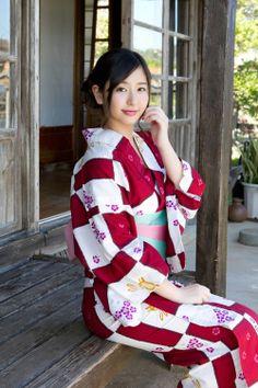 Yuri Murakami. Kimono & Yukata >> pinterest.com/yurina3c/kimono-yukata-japan/