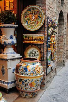 Colorful Tuscany Pottery  #TuscanyAgriturismoGiratola