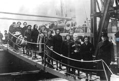 Arrival of Kindertransport in England    Any such program in the US?  No such program was ever implemented in the United States. US Quakers tried to organize a similar campaign in the US, but were blocked by the anti-Semitic feelings of many in the United States, anti-immigrant sentiment and also indifference. US Quaker representatives met with Nazi officials in 1938 to help Jews get out of Germany.