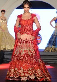Best Bridal Lehenga Collection 2016 By Top 10 Indian Bridal Designers Punjabi Fashion, India Fashion, Bollywood Fashion, Fashion Show, Ethnic Fashion, Pakistani Dresses, Indian Dresses, Indian Outfits, Bridal Dupatta