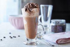 Oficiální anglický název je Ice Cream Float, tedy zmrzlinový plovák. Tyto dezerto-nápoje k nám doslova připluly ze světa. Vyzkoušejte jejich osvěžující chuť. Cream Soda, Tableware, Alcohol, Dinnerware, Tablewares, Place Settings