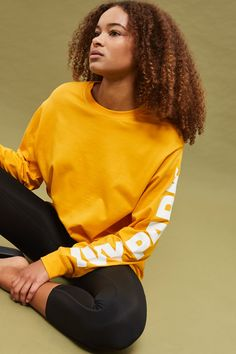 Feel free and comfortable in Ivy Park's stylish long sleeve t-shirt in an oversized fit. Featuring the brand's iconic logo on one sleeve, the yellow design is perfect for post-gym or casual off-duty days. Ivy Park Clothing, Fashion Outfits, Womens Fashion, Fashion Trends, African Hairstyles, Female Models, Natural Hair Styles, Topshop, Stylish