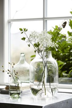 As we all prepare for refreshing spring cleaning let's take a look at trends and ideas in interior and home décor that we will be seeing in Natural, organic materials are sought after — wood, wool, leather — to create cosiness, and hygge feel. House Doctor, Casa Hygge, Hygge Home, Vase Shapes, Deco Floral, Planting Flowers, Flower Plants, Floral Arrangements, Flower Arrangement