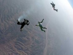 Americano Luke Aikins atingiu a velocidade de 193 km/h, sem paraquedas, e salto durou 2 minutos (Foto: Mondelez Internacional / via…