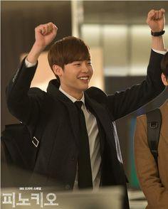 달포-유래, 양팔 번쩍! '벌서기' 현장 포착! : 피노키오 : SBS