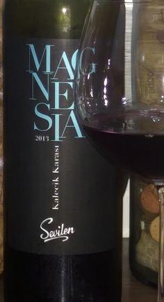 Mais um vinho da Turquia, de outra variedade 100% turca: Kalecik Karasi. Conheça o vinho e a uva, no blog: http://www.sobrevinhoseafins.com.br/2016/01/magnesia-kalecik-karasi-2013.html