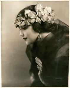 Jetta Goudal: a Dutch-born American actress, successful in Hollywood films of the silent film era. 1920's. @designerwallace