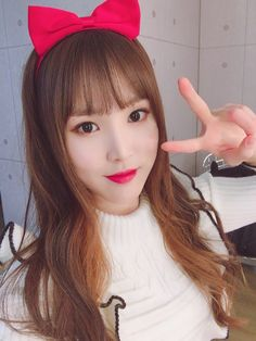 Behind her beautiful face, there's a Diva with a god level voice and amazing dance skills. Gfriend And Bts, Gfriend Yuju, Kpop Girl Groups, Korean Girl Groups, Kpop Girls, Solo Photo, Cloud Dancer, G Friend, Entertainment