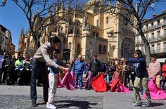 NOTICIAS Acto organizado por Víctor Barrio Los segovianos se echan a la calle para torear - Mundotoro.com #toros #toreros #Segovia