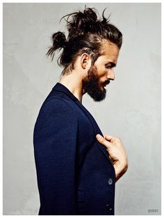 You know the man bun is hot right now, but maybe you need more visual inspiration on how to style yours. Never fear: from the top knot to the faux hawk, the slick to the samurai, here are 9 man buns to inspire you. Hair And Beard Styles, Long Hair Styles, Estilo Hipster, Man Bun, Rock Chic, Men's Grooming, Pompadour, Haircuts For Men, Long Haircuts