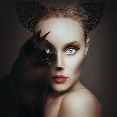 Die Ungarische Fotografin Fllóra Borsi ist eine Augenweide. Animeyed nennt sich ihr neuestes Projekt und verfügt über Tiere in Selbstportraits, dessen Augen ihre Augen ersetzen. Der surreale Effekt entsteht durch Boris' Verwendung der Farben. Mehr Informationen über die Künstlerin:...