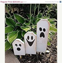 Wooden Fall crafts - Boo Halloween Ghostly Trio of Wooden Block Characters Boo Halloween, Entree Halloween, Halloween Wood Crafts, Halloween Projects, Holidays Halloween, Holiday Crafts, Wooden Halloween Decorations, Fall Decorations Diy, Wooden Halloween Signs