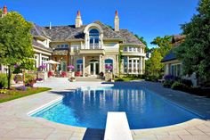 Love this house & the pool #ideas #diy #fahion #quote #love #bed #kitchen #home #ideas  #architecture #exterior #pink #onedirection #bieber #teen  #pool #mansion