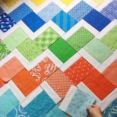There are a few different ways to make these diagonal quilt blocks…but by far my favorite method is this tube method below. These are fairly easy blocks to make, but I wouldn't recomm… Baby Quilts Easy, Cute Quilts, Lap Quilts, Strip Quilts, Quilt Blocks, Baby Sewing Projects, Quilting Projects, Quilting Designs, Jelly Roll Quilt Patterns