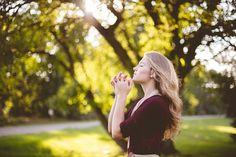"""Dacă treceți printr-o perioadă de îndoială sau depresie, pacea și calmul pot fi dificil de găsit. """"Mergeți cât de departe puteți și Dumnezeu vă va ajuta să faceți restul drumului"""", ne spune o zicală populară."""