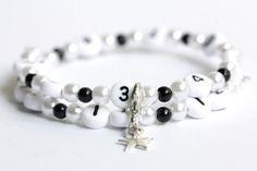Bracelet d'allaitement avec perles en acrylique de couleur blanc et noir