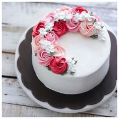 Bake With Love 사랑으로 베이킹 rosette half wreath buttercream cake. Gorgeous Cakes, Pretty Cakes, Cute Cakes, Amazing Cakes, Cake Decorating Techniques, Cake Decorating Tips, Buttercream Flower Cake, Buttercream Frosting, Rose Cake