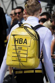 Retrouvez les photos du défilé Hood By Air Homme Printemps-été 2016, les meilleurs moments en vidéo, ainsi que les coulisses et les détails du show