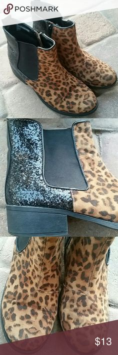 """Stevies Boots Sz 6 Brown Black Glittery Heel Stevie Boots Sz 6 Brown/Black, zipper side, approx. 1.5"""" heel, glittery back, and in good condition. Some minor wear on front toe as seen in pics. Stevies Shoes"""