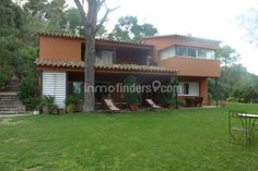 Venta casa Costa Brava del arquitecto Josep Prats Marsó situada en Mont-ras en el Baix Empordà / Inmofinders