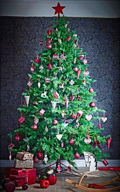 Sapin de Noël traditionnel rouge et blanc