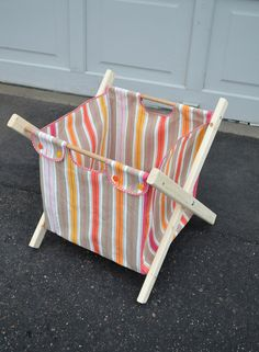 diy laundry hamper/storage hamper via ikat bag - she is a stuff Accessory things Easy Sewing Projects, Sewing Crafts, Diy Crafts, Sewing Tutorials, Diys, Knit Basket, Laundry Hamper, Konmari, Simple Gifts