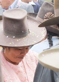 Perúvian wedding via @baptisteviry #traditional #hat #handmade