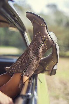 Kicking Up Your Heels And Go On An Adventure Shoes Boots Style