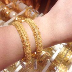 27 5 grams in gold Indian design Plain Gold Bangles, Gold Bangles Design, Gold Jewellery Design, Jewelry Design Earrings, Gold Earrings Designs, Gold Jewelry Simple, Vogue, Indian, Bhutan