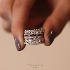 What do you think of the colour? Diamond Rings 8 Selfie Engagement Rings We Love! 35 Pieces Of Gorgeous Jewelery Diamond Photo's HDOur mini cluster rings are Bling Bling, 77 Diamonds, Jewelry Box, Jewelry Accessories, Jewelry Ideas, Wedding Jewelry, Fine Jewelry, Jewelry Websites, Silver Jewellery