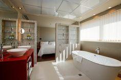 Las habitaciones junior suite del hotel Alfonso están situadas en las plantas más altas, décima y undécima, para disfrutar de unas vistas increíbles y de la máxima privacidad.