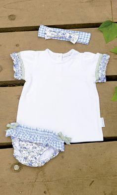 BRAGUITA Y CAMISETA DE BEBE JARDIN BOTÁNICO AZUL. Braguita de lycra y camiseta jardín botánico azul, disponible en tallas 6-12-18 meses y de la talla 2 a la 8 años.