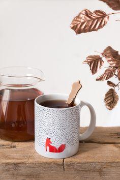 """Guter Tee schmeckt in einer hübschen Tasse doch gleich viel besser. - Tasse """"The black grass"""" von Robert Farkas"""