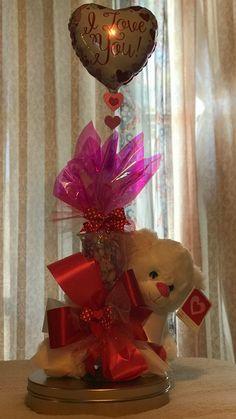 Valentine Bouquet, Valentine Wreath, Valentine Day Crafts, Valentine Decorations, Valentines Anime, Valentines Balloons, Valentines Day Baskets, Valentine's Day Gift Baskets, Balloon Bouquet
