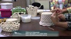 CROCHE - CAIXINHA EM CROCHE ENDURECIDO video - videoMIX.cz Crochet Fabric, Crochet Flowers, Crochet Stitches, Crochet Hooks, Crochet Patterns, Crochet Lace, Knitting Videos, Crochet Videos, Crochet Basket Tutorial